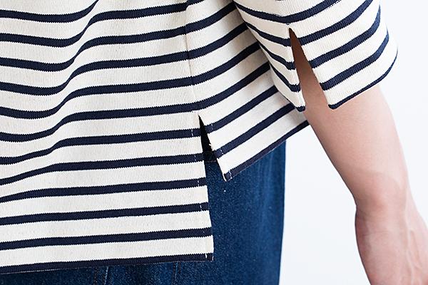 袖口と脇のスリットや、前・後ろで差をつけた裾など、しゃれているポイントがたくさん。